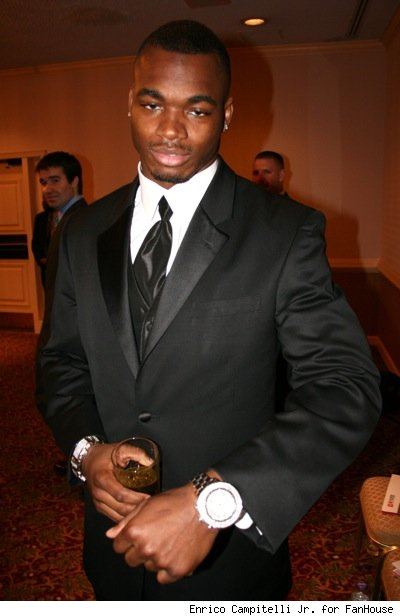 http://sammyvegas.files.wordpress.com/2008/08/adrian-peterson.jpg